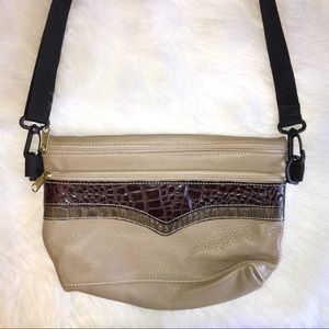 Handbags - EUC** LEATHER BAG W/ DETACHABLE ADJUSTABLE STRAP.